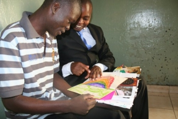 IJM Kenya Legal Assistant, Samuel Karanja, delivered more than a thousand letters and cards that IJM supporters worldwide sent to Collins last year.